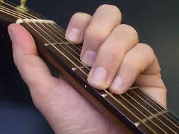 A gitár akkord táblázatok sokat segítenek